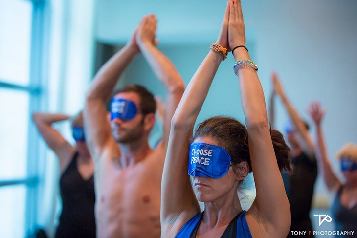 yj-live_blindfold-class_choose-peace