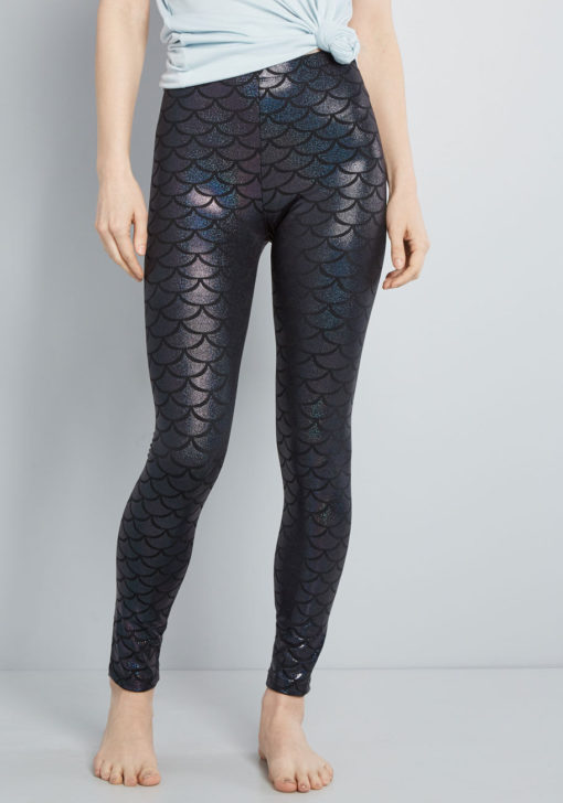 scales pitch mermaid leggings | yogiapproved.com