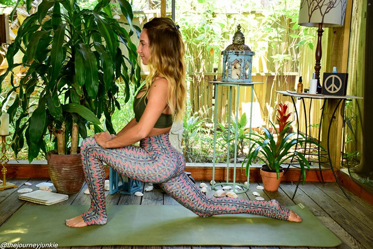 feel-good-yoga-sequence_low-lunge