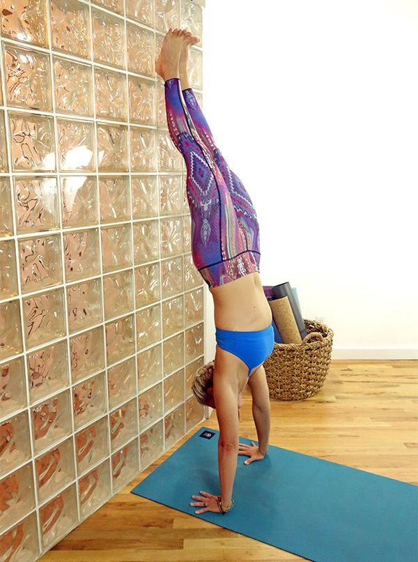 handstand-on-wall