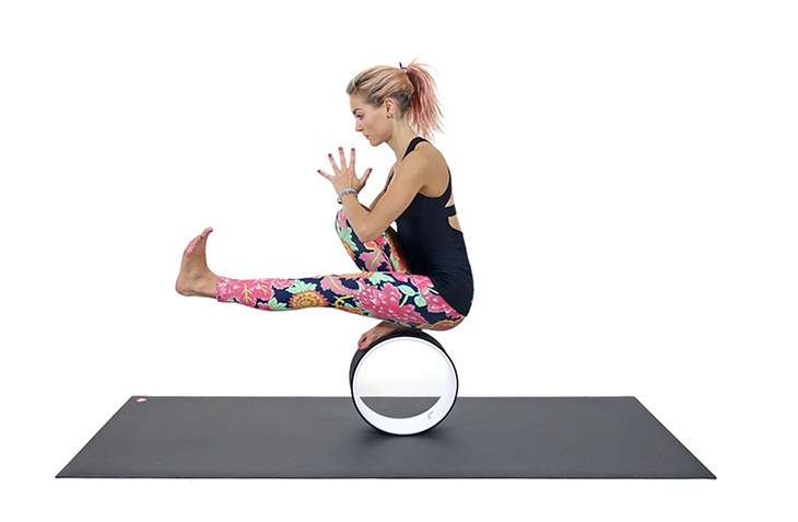 ashton-yogawheel-one-foot