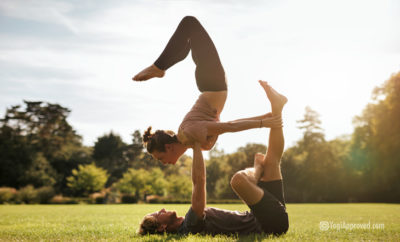 Learn-acro-yoga