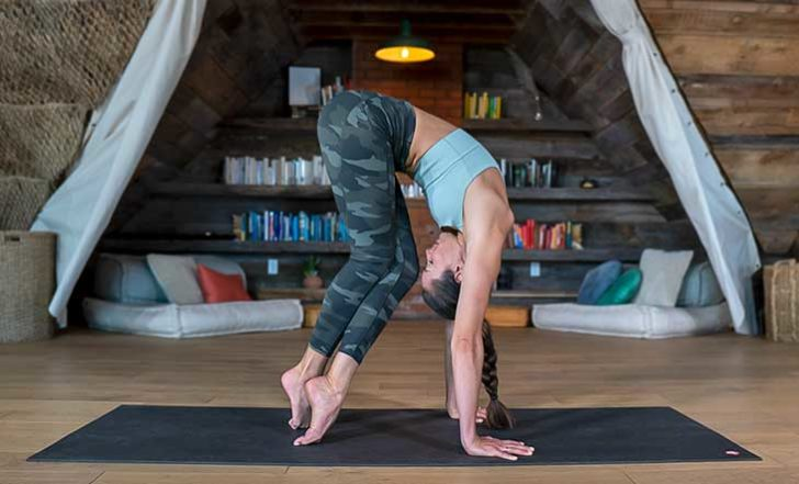 Busy Day? These 5 Online Fitness + Yoga Classes Take 25 Minutes Or Less